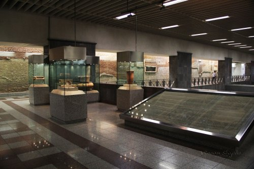 Syntagma-metro-station-exhibits