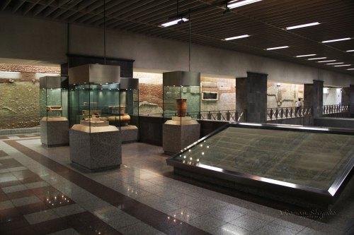 Syntagma-metro-station-exhibits